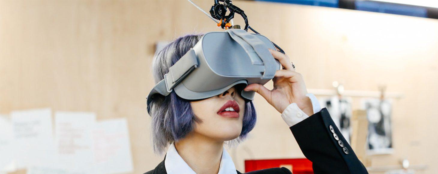 Experiencing virtual reality (VR) © Alys Tomlinson